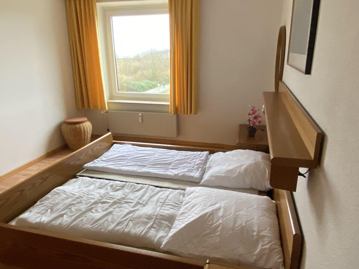 schlafzimmer-mit-ausblick-auf-die-nordsee-1