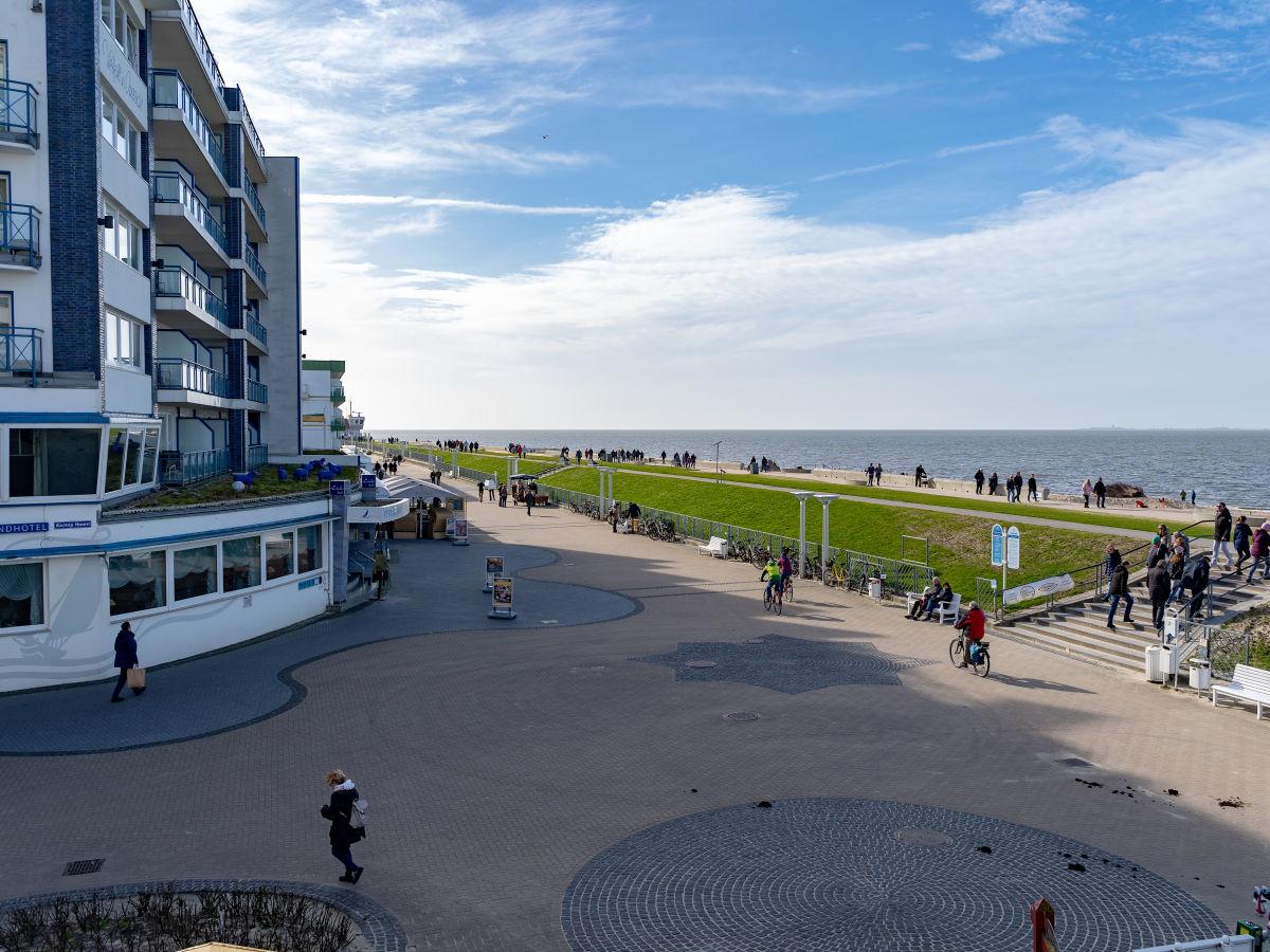 blick-auf-die-strandpromenade
